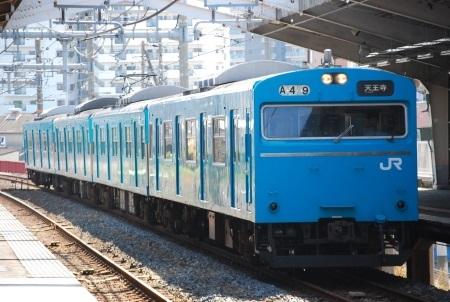 和泉府中駅構内.jpg