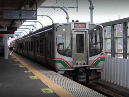 太子堂の常磐線列車c.jpg