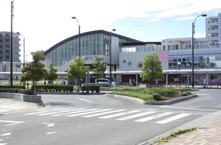 小鶴新田駅舎c.jpg