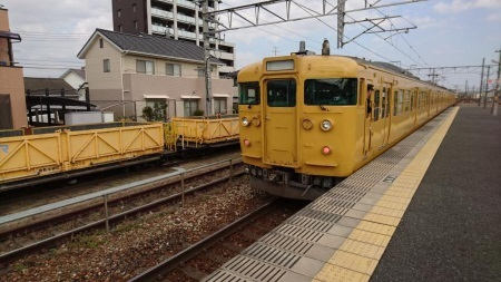 西阿知駅構内.jpg